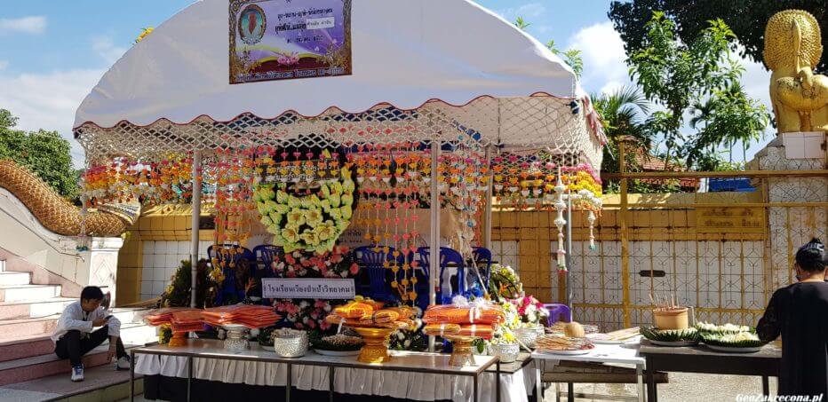 Tajski pogrzeb - fajerwerki, kolorowe dymy, woda kokosowa...